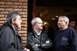 El alcalde con Lorenzo Grijalba padre e hijo
