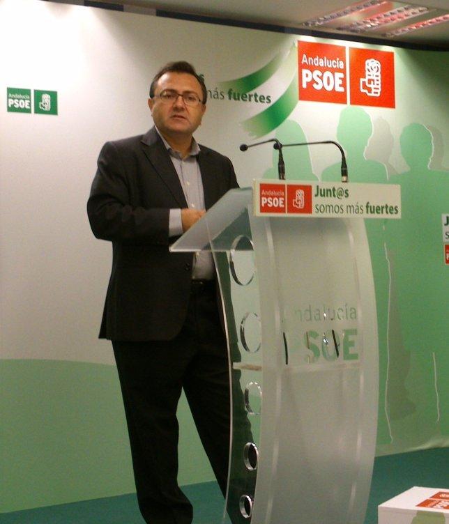 Heredia en rueda de prensa málaga interparlamentaria PSOE A
