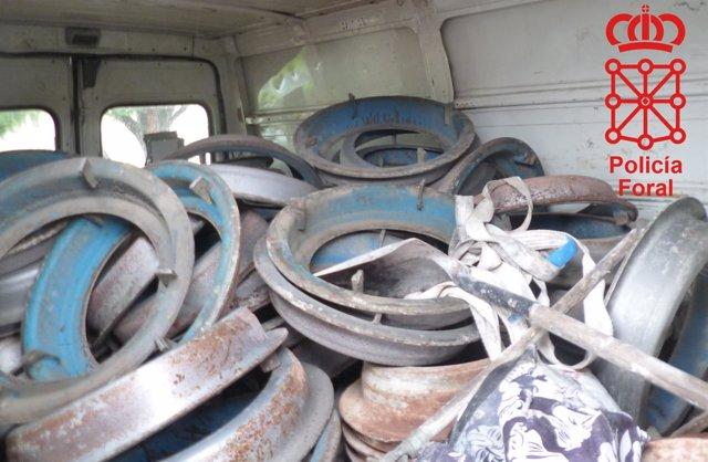 Interior de la furgoneta con el material sustraido.