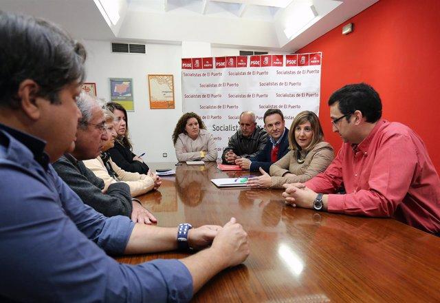 García, en su reunión con representantes de la ejecutiva del PSOE de El Puerto