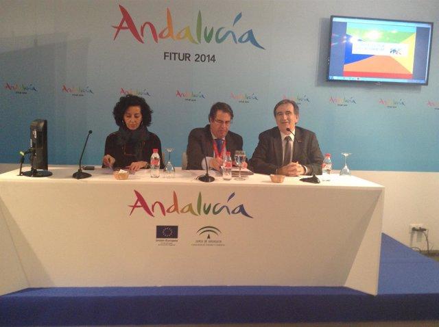 Mercedes Cantalapiedra en la firma de Turespaña y la Red de Ciudades AVE