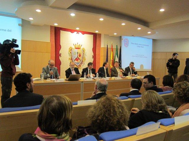 De Llera participa en una mesa de debate sobre la reforma del Código Penal