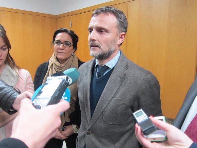 El delegado de la Junta en Huelva, José Fiscal, ante los medios.