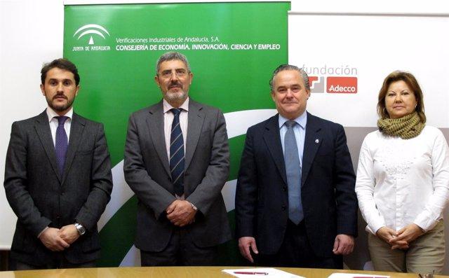 Firma de compromiso entre Fundación Adecco y Veiasa