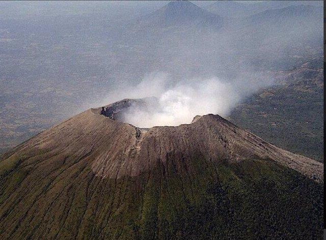 Emanaciones en el volcán Chaparrastique.