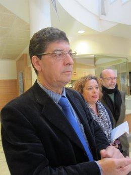Diego Valderas, momentos antes de atender a los medios en Jerez
