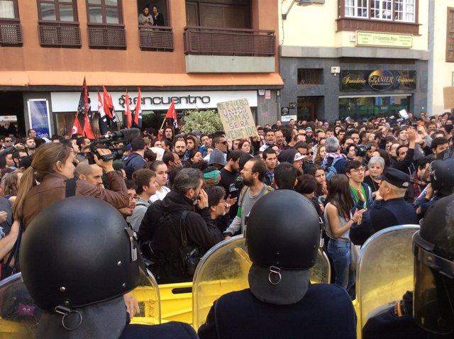 Manifestación en La Lagunta (Tenerife) contra el ministro Wert