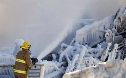 Al menos 32 muertos por el incendio en la residencia de Quebec