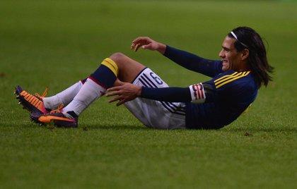 Colombia.- Santos visita a Falcao en el hospital tras su operación de rodilla