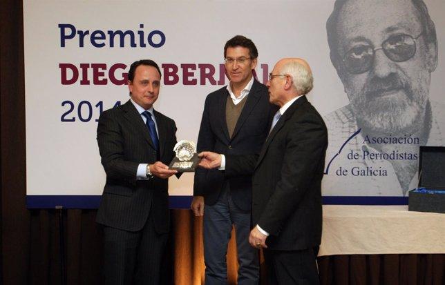 El periodista Ramón Castro recoge el Premido Diego Bernal en nombre de Alvite