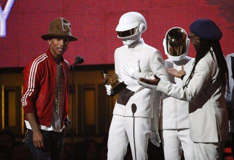 El dúo francés Daft Punk en la gala de entrega de los Grammy