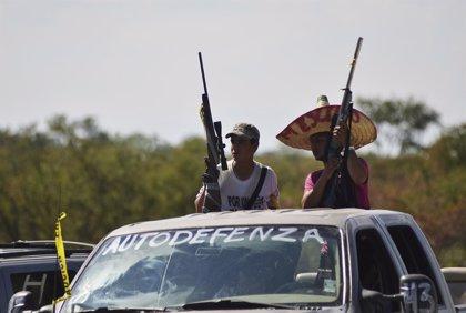 México.- Investigan el origen de armas incautadas en Michoacán a los grupos de autodefensa