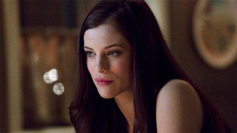Arrow: Jessica de Gouw vuelve como La Cazadora