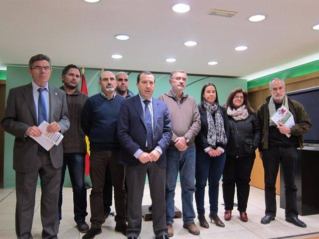 Ruiz Espejo y Naranjo, junto a representantes de colectivos sociales