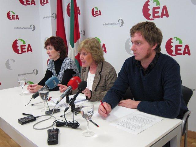 Aranguren, Aranoa y Ramírez, de EA, en la rueda de prensa