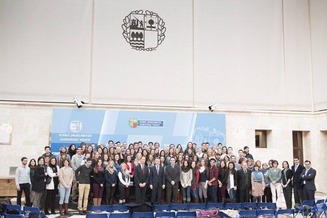 El lehendakari urkullu recibe a 100 universitarios norteamericanos