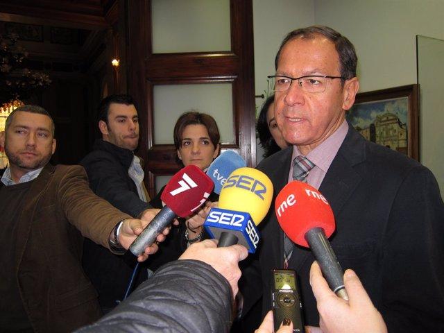 El alcalde de Murcia, Miguel Ángel Cámara, atiende a los medios de comunicación