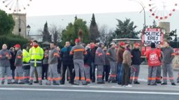 Empleados de Coca-Cola haciendo un paro en protesta por el ERE