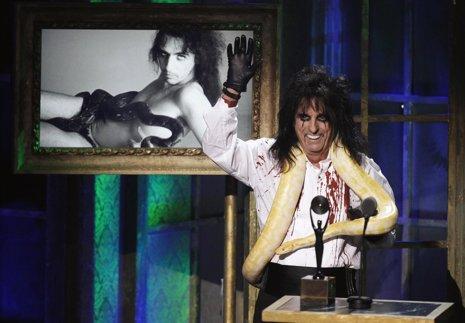 El cantante y estrella del rock duro Alice Cooper entra en el Salón de la Fama d