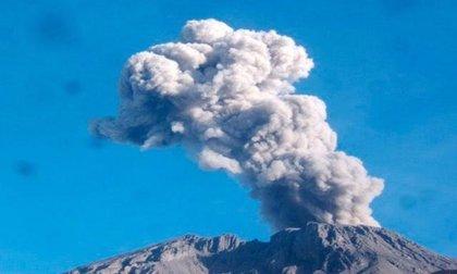 El volcán Ubinas en Perú registra hasta 100 temblores diarios
