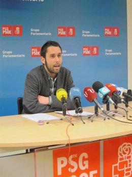 El diputado del PSdeG José Ramón Val durante una rueda de prensa