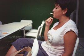 Fumar aumenta el riesgo de uno de los tipos más comunes de cáncer de mama