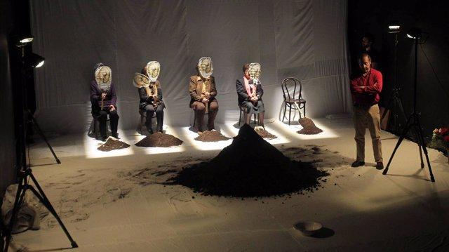 Escena de 'Exhumación. Materia Cruda,  un grito silencioso de dignificación'