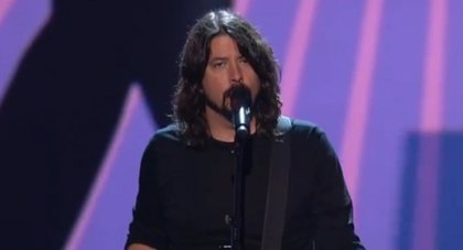 Dave Grohl versiona a los Beatles