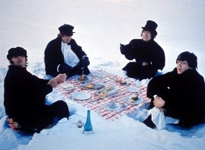 Los abrigos que lucían los Beatles en 'Help!', a subasta
