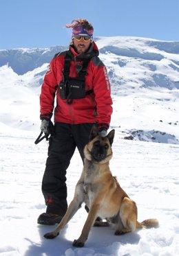 El perro Thor y su adiestrador