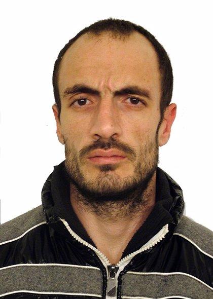 Guardia Civil solicita colaboración para localizar al preso fugado de Parayas