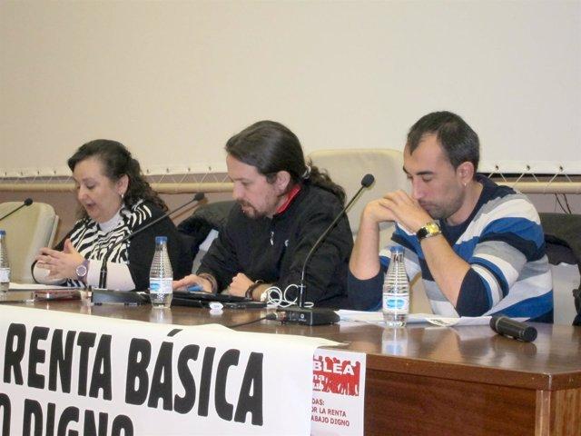 Pablo Iglesias en el centro de la imagen