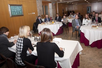 CANTABRIA.-Comerciantes y consumidores debaten sobre la economía sumergida y sus efectos negativos
