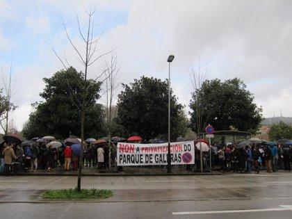 """Unas 200 personas rechazan """"la ocupación de espacio público para uso privado"""" en las obras de Galeras, en Santiago"""