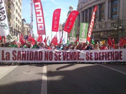 Una nueva 'Marea Blanca' recorrerá este domingo el Centro de Madrid para 'celebrar' la retirada de la externalización