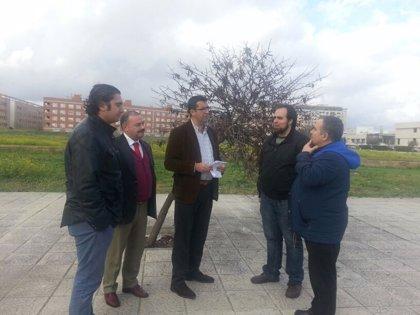 PSOE reclama la reposición de mobiliario urbano y aumento de vigilancia en el parque sur de Bermejales