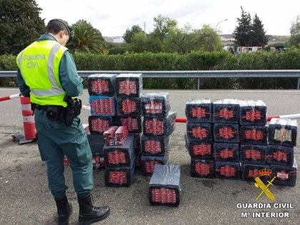 Dos detenidos cuando portaban 4.580 kilos de hachís adosados a su cuerpo en Las Cabezas de San Juan