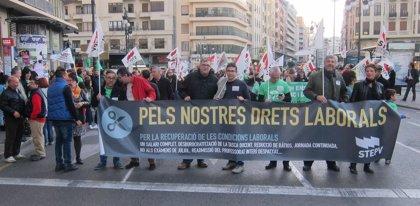 """Docentes reclaman en Valencia la recuperación del salario íntegro que se les ha """"robado"""" con los recortes"""