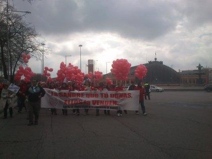 """Empleados del Centro de Transfusión recuerdan en la Marea Blanca que """"todavía queda"""" el asunto de la donación"""