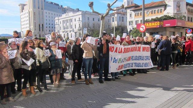Protesta por los efectos de la subida del IVA en el sector de la peluquería