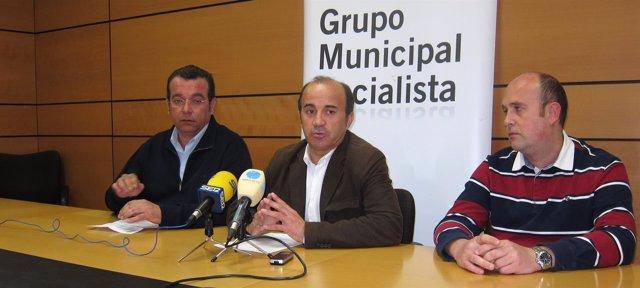 Pedro López junto a José Ros e Ignacio García, del PSOE