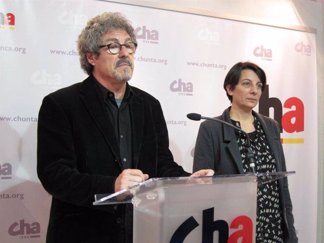 Gregorio Briz y Leticia Crespo en rueda de prensa en la sede de CHA