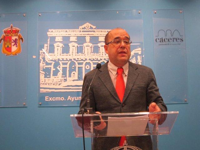 El Portavoz Del Ayuntamiento De Cáceres, Valentín Pacheco.