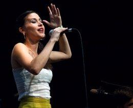 Lara Bello
