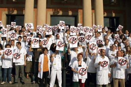 Mas de 7.000 médicos han solicitado en los últimos tres años el certificado para trabajar fuera de España