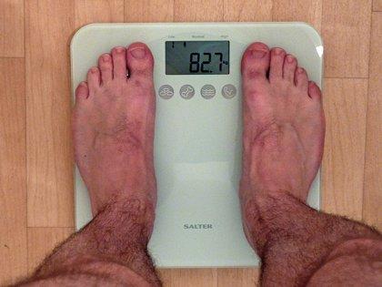Uno de cada 4 hombres españoles pesa más de lo que creen, según estudio