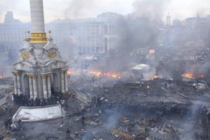 Aumentan a 26 las víctimas en Kiev tras la muerte de un policía herido