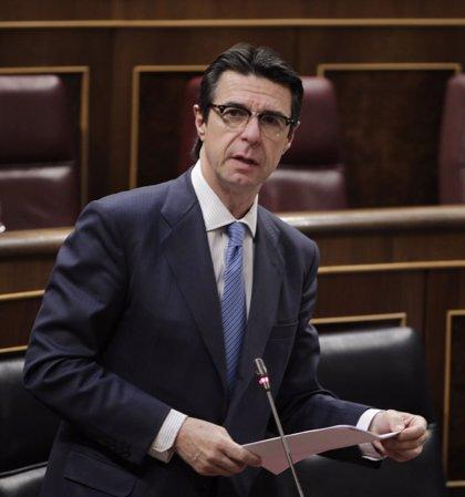 """El ministro de Industria considera """"muy cualificados"""" a los ex cargos del PP fichados por Enagas"""