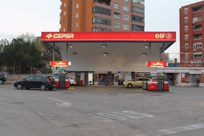 El precio de la gasolina baja un 2,75% en enero en Cantabria