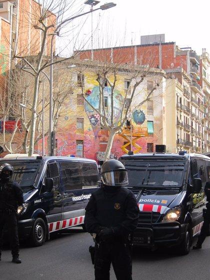 16 'okupas' identificados al desalojar La Otra Carboneria